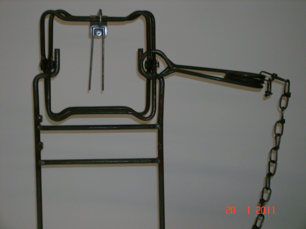 Duke 110 Body Grip Trap & Stand Combo